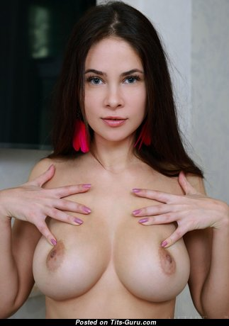 Sweet Babe with Sweet Defenseless Real Firm Tittes (Porn Pic)