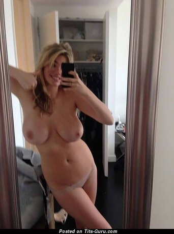 Image. Kate Upton - sexy naked blonde with big natural tittes selfie