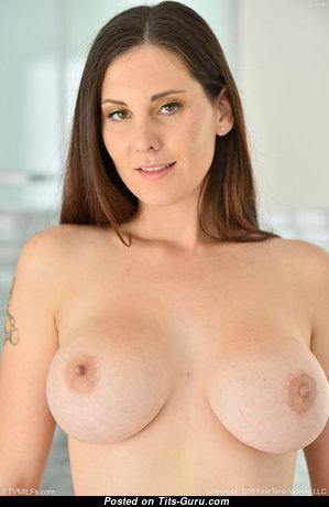 Lilian - Hot Topless Miss (Hd Porn Photo)