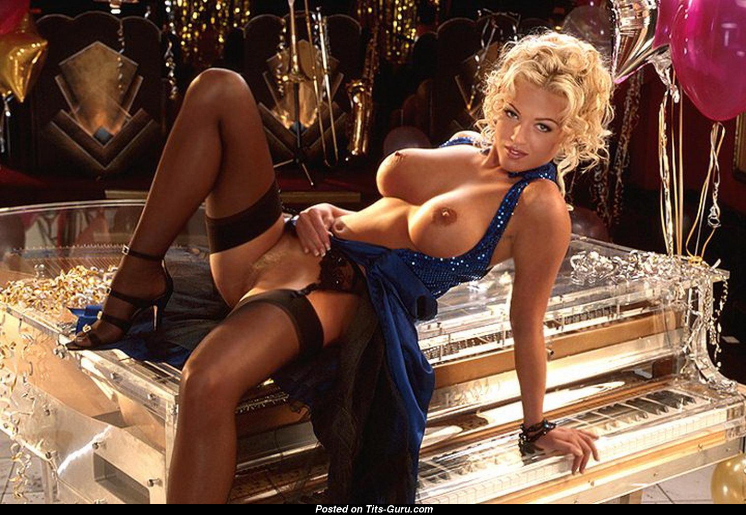 Carrie Underwood Nude
