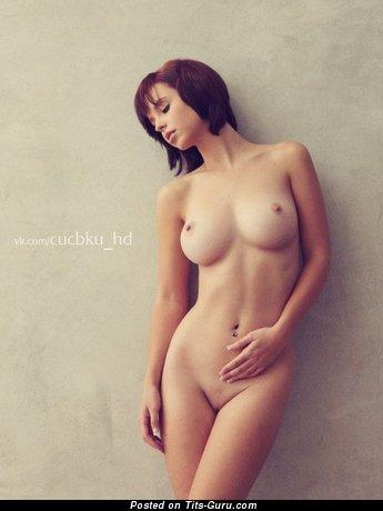 Изображение. Картинка восхитительной обнажённой модели с средними дойками