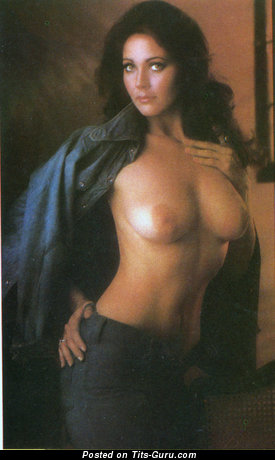 Lynda Carter - nude brunette with medium natural tittys vintage