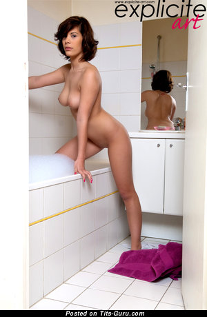 Coco Shanelle - Beautiful Painted Honey with Beautiful Bald Real Firm Jugs (Porn Foto)