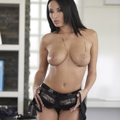 Anissa Kate - hot lady with big natural boob photo
