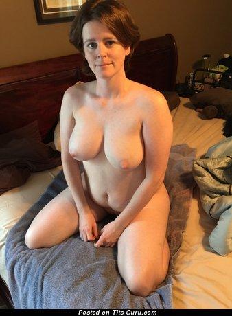 Изображение. Изображение сексуальной раздетой леди с большими натуральными дойками