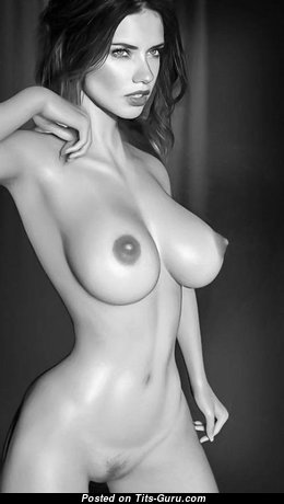Marvelous Topless Brunette Babe with Marvelous Exposed Normal Boobys (Porn Pic)