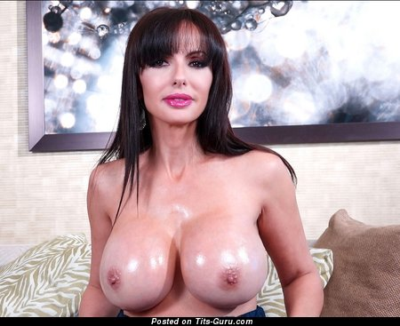 Catalina Cruz - Alluring American Pornstar with Alluring Exposed Silicone Normal Titty (Sexual Photo)