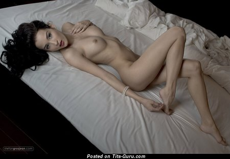 Image. Naked beautiful lady with medium natural tittes image