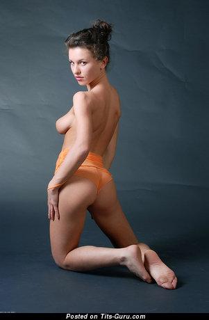 Изображение. Изображение обалденной обнажённой девушки с натуральными дойками