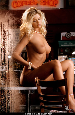 Image. Amanda Paige - naked blonde with medium natural tittys pic