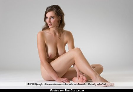 Pleasing Babe with Pleasing Open Natural Knockers & Sexy Legs (Xxx Pix)