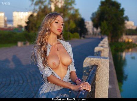 Grand Nude Babe (Hd Xxx Pix)