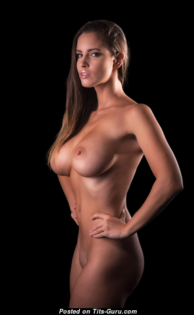 Yummy Babe with Yummy Nude C Size Tittes (Sexual Pix)