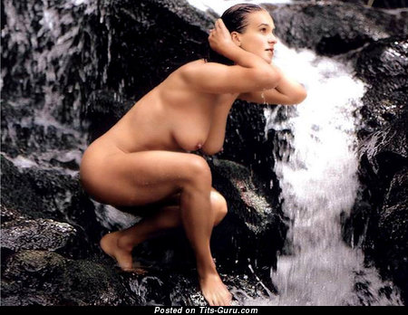 Katarina Witt - Stunning German Doxy with Stunning Bald Real C Size Titty (Sexual Foto)