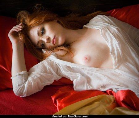 Фееричная топлесс и гламурная женщина (hd порно фото)