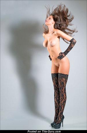 Изображение. Картинка горячей голой леди с средней грудью