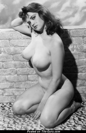 Yummy Topless Miss with Yummy Defenseless Natural Med Jugs (Vintage Hd Xxx Pix)