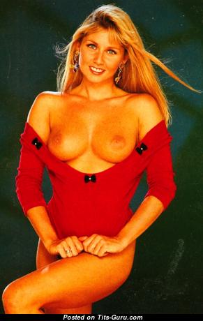 Gaynor Goodman - Good-Looking Topless Girl (Porn Photo)