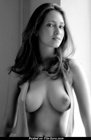 Awesome Babe with Awesome Defenseless Natural Normal Titties (Porn Photo)