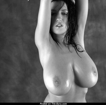 Graceful Naked Babe (18+ Picture)