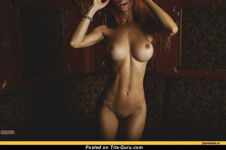Изображение. Фотка умопомрачительной голой женщины с большими сисечками