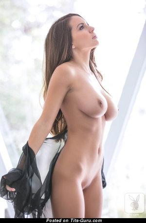 Изображение. Shelby Chesnes - фотография красивой раздетой чувихи с среднего размера натуральной грудью