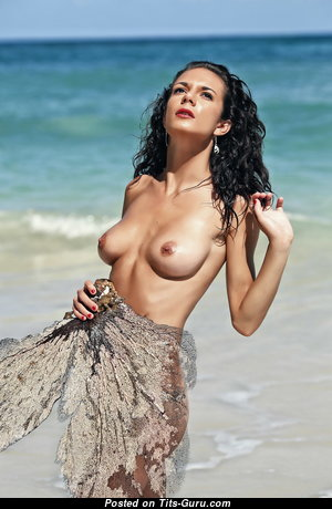 Queenlien - Wonderful Topless & Glamour Brunette Girlfriend & Babe with Wonderful Defenseless Natural Flat Chest is Undressing on the Beach (Hd Sex Photoshoot)