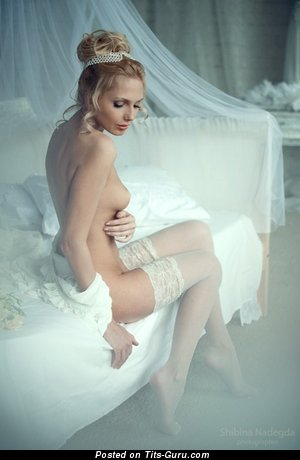 Marvelous Blonde Wife, Bride & Babe with Marvelous Bare Real Petite Boobys (18+ Foto)