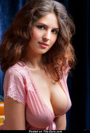 Amazing Babe with Amazing Bare Natural Mid Size Boobie (Hd Xxx Picture)