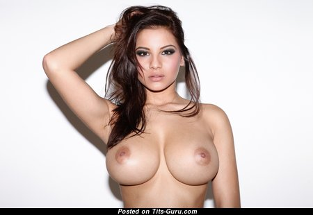 Sexy Topless Babe with Huge Nipples (4k 18+ Picture)