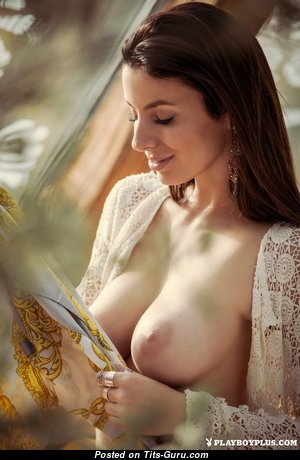 Gorgeous Babe with Gorgeous Open Real Tittys (Porn Foto)