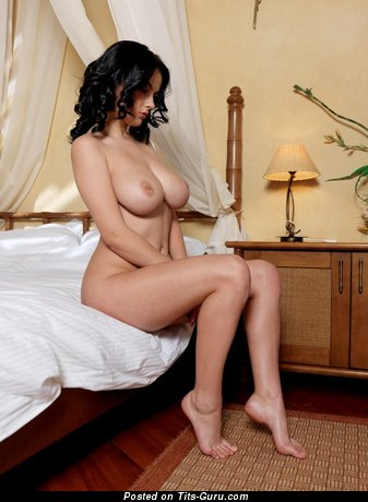 Adorable Brunette with Magnificent Nude Real Big Titty (Xxx Foto)