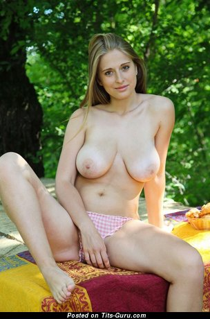 Bella Sheela - Sexy Floozy with Sexy Bare Natural H Size Tittes (Xxx Pic)