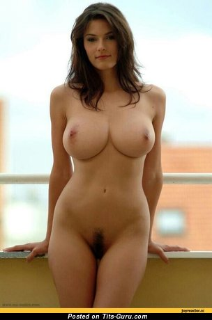 Sexy nude brunette with medium natural boob picture