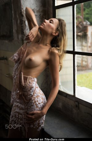 Splendid Babe with Splendid Exposed Real Medium Jugs (Hd 18+ Picture)