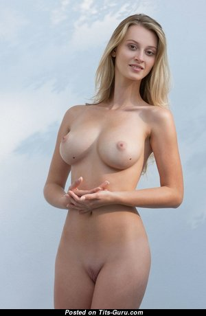 Nice Babe with Nice Nude Real Dd Size Chest (Hd Porn Picture)