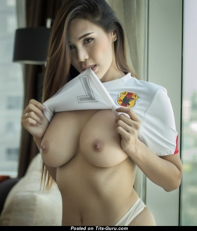Graceful Babe with Graceful Bare Real Average Chest (18+ Photoshoot)