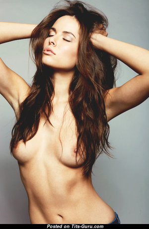 Graceful Topless Babe (18+ Photo)