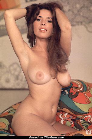 Miki Garcia: топлесс брюнетка Playboy (США) с горячим оголённым натуральным бюстом,торчащими сосками,с загаром (старая hd порно фотография)