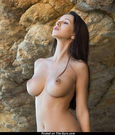 Pretty Brunette with Pretty Nude Normal Breasts (Sex Wallpaper)