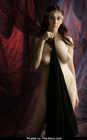 Image. Sarah - brunette with big natural tots and big nipples photo