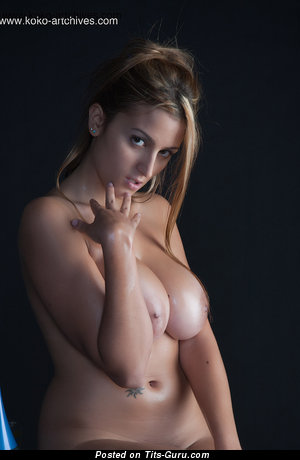 Sara Luengo: topless blonde with medium natural boobs & big nipples picture