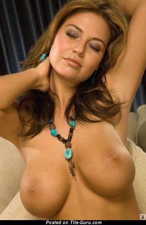 Изображение. Anastasia Christen - фотография сексуальной раздетой тёлки с среднего размера дойками