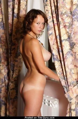 Изображение. Veronika Aka Paula - картинка обалденной раздетой леди с средней натуральной грудью