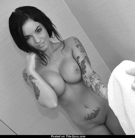Изображение. Изображение красивой обнажённой женщины с большой грудью