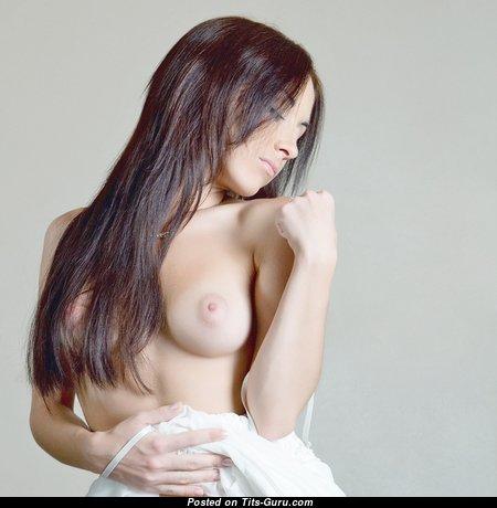 Beautiful Topless Brunette Babe (Xxx Foto)