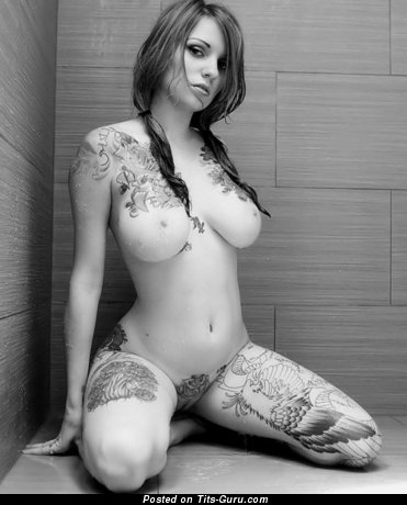 Изображение. Фотография восхитительной обнажённой женщины с большими дойками