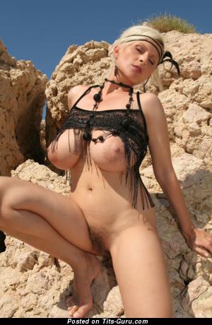 Superb Moll with Superb Naked Natural Great Tittes (Vintage Hd Porn Pix)
