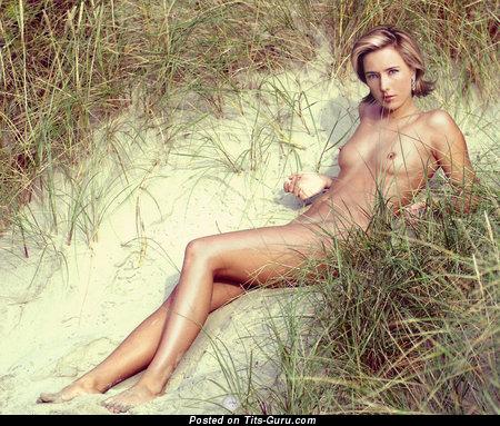 sexy tea leoni nude