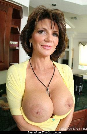Fine Topless Moll with Fine Open Medium Titty (Sex Photoshoot)